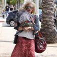 Gwen Stefani en famille à West Hollywood le 27 mai 2011 : dans ses bras, son fils Zuma