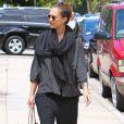 Jessica Alba opte désormais pour des vêtements amples... Mais elle reste toujours aussi lookée ! Los Angeles, 29 mai 2011