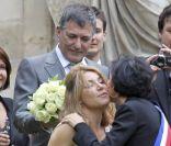 Jean-Marie Bigard et sa femme Lola Marois aux côtés de Rachida Dati et quelques amis lors de leur mariage à la mairie du VIIe arrondissement de Paris, le 27 mai 2011.