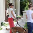 Eva Mendes dans les rues d'Hollywood avec son chien, le 3 juin 2011