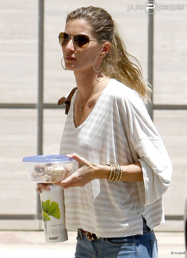 Gisele Bündchen se rend au Ronald Reagan UCLA Medical Center voir une  amie, le 3 juin 2011