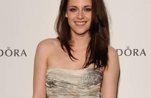 Kristen Stewart tout sourire vole la vedette à la sexy Rosie Huntington !