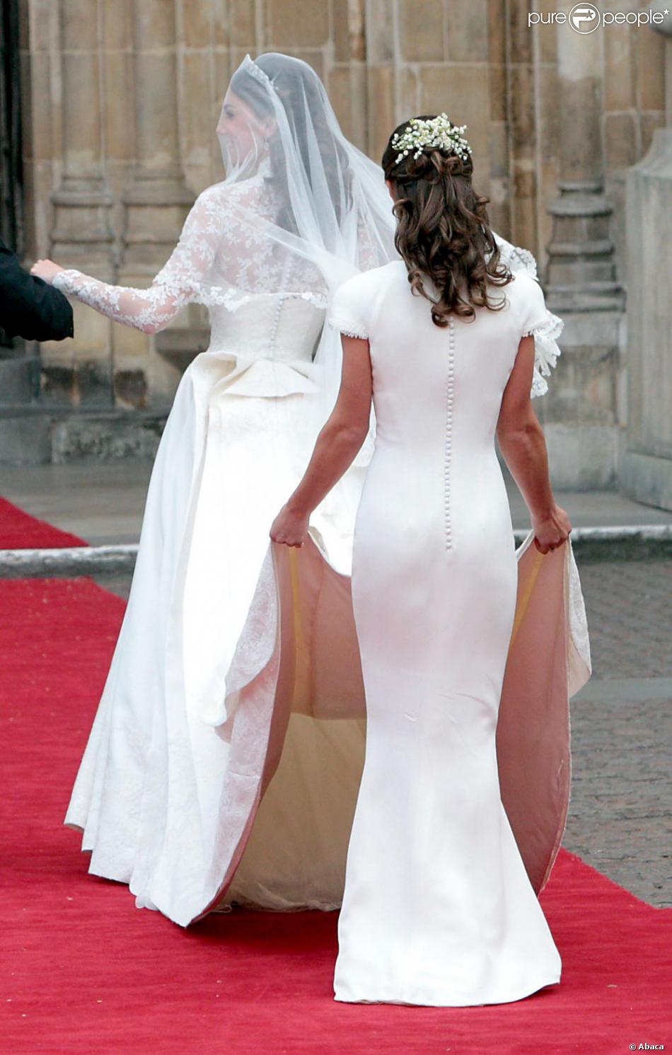 Pippa Middleton a tenu la traine de la robe