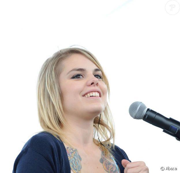La chanteuse québécoise Coeur de Pirate a investi les Jardins de Diane pour un concert exceptionel à l'hippodrome de Chantilly le 12 juin 2011