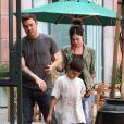 Megan Fox et son mari Brian Austin Green se promènent avec Kassius, le fils de Brian, à Los Angeles le 3 juin