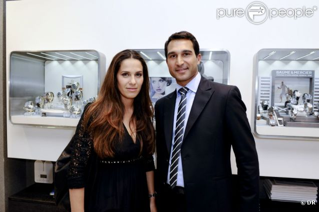 Elisa Tovati et Yohann Uzan à la réouverture de la bijouterie et horlogerie Forges, avenue Wagram, à Paris, le 14 juin 2011.
