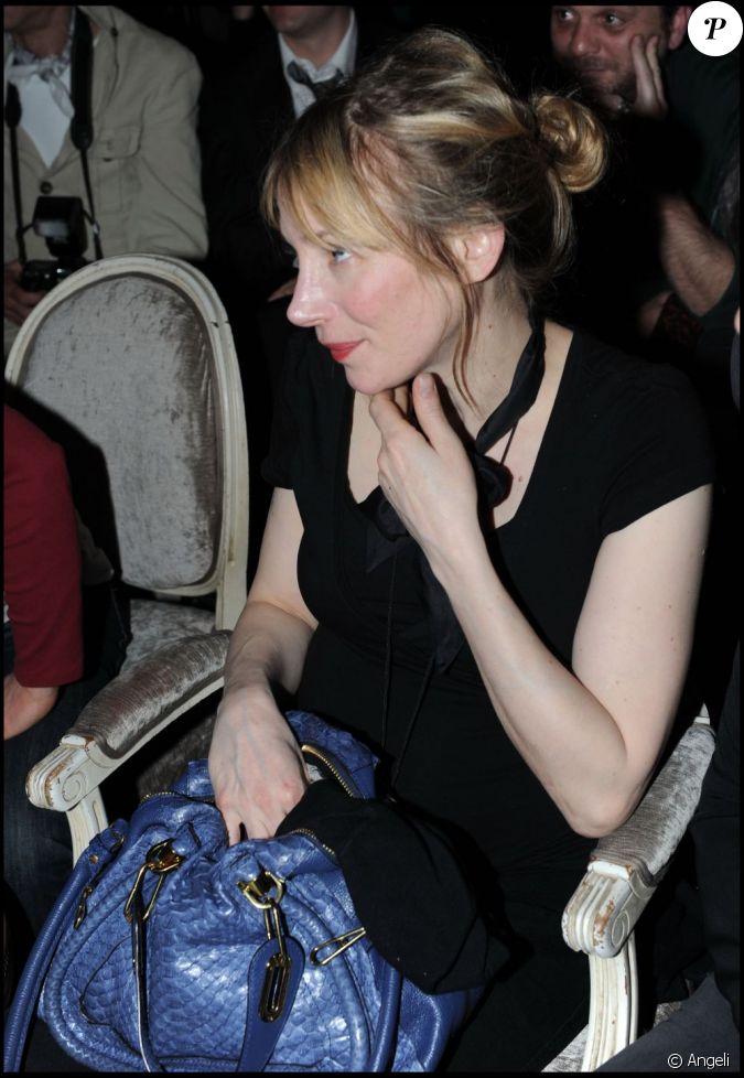 julie depardieu au concert de son amoureux philippe katerine en mars 2011. Black Bedroom Furniture Sets. Home Design Ideas