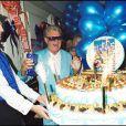 Michou fête ses 70 ans à Paris, le 12 juin 2001.