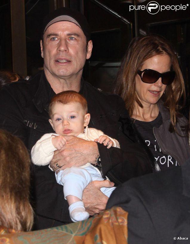 John Travolta, sa femme Kelly Preston, et leur fils Benjamin à New York le 13 avril 2011