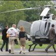 John Travolta fait un tour en hélicoptère depuis l'héliport de Paris afin de se rendre au Bourget pour un événement de la marque Breitling le 21 juin 2011