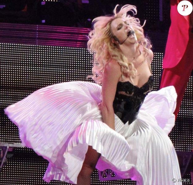 Le Femme Fatale Tour à Los Angeles, le 20 juin 2011. Marilyn Monroe version XXIe siècle, l'une des surprises du nouveau spectacle de Britney Spears.