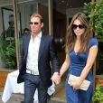Elizabeth Hurley et Shane Warne vont déjeuner dans les rues de Londres, le 24 juin 2011.