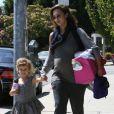 Jessica Alba dans les rues de Los Angeles, le 30 juin 2011, avec sa ravissante fille Honor.