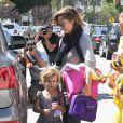 Jessica Alba et sa fillette dans les rues de Los Angeles, le 30 juin 2011.