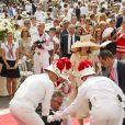 Le prince Laurent de Belgique, habitué des dérapages en tout genre, s'est encore fait remarquer : sur le tapis rouge du mariage d'Albert et Charlene au Palais princier, samedi 2 juillet 2011, il s'est étalé par terre, sous les yeux de son épouse la princesse Claire !