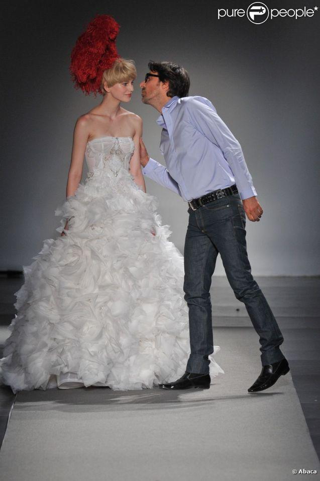 Défilé haute couture automne-hiver de Christophe Josse pendant la Fashion Week parisienne le 4 juillet 2011