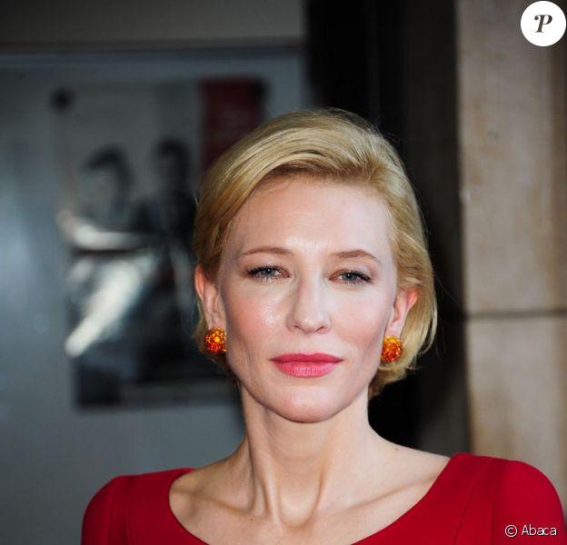 Cate Blanchett au défilé Haute Couture automne-hiver 2011-2012 Armani lors de la Fashion Week parisienne, le 5 juillet 2011