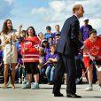 Partie de street hockey au Somba K'e Civic Plaza de Yellowknife : en talons, Kate renonce, mais William s'éclate !   Le prince William et la duchesse Catherine de Cambridge se sont rendus mardi 5 juillet 2011 dans la province des Territoires du Nord-Ouest, avant-dernière étape du programme officiel de leur Royal Tour au Canada.