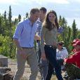 Au lac Blachford, le prince William et sa femme Catherine ont été initiés aux coutumes tribales, notamment avec le doyen François Paulette.   Le prince William et la duchesse Catherine de Cambridge se sont rendus mardi 5 juillet 2011 dans la province des Territoires du Nord-Ouest, avant-dernière étape du programme officiel de leur Royal Tour au Canada.