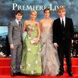 Daniel Radcliffe, J.K. Rowling, Emma Watson et Rupert Grint lors de l'avant-première mondiale de Harry Potter et les Reliques de la mort - partie II à Londres le 7 juillet 2011