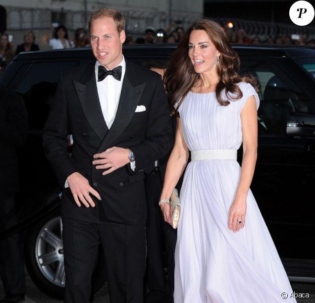 Kate Middleton époustouflante de beauté en Alexander McQueen et le prince William, à leur arrivée à la soirée de gala des BAFTAs, au Belasco Theatre, à Los Angeles. Le 9 juillet 2011