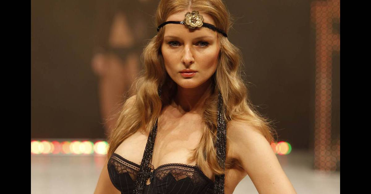 Le salon international de la lingerie d voile les plus for Les salons de la tourelle
