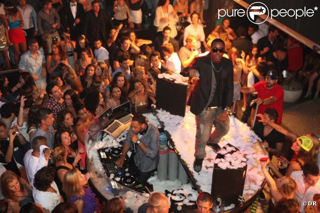 jeremih au vip room de st tropez le 11 juillet 2011. Black Bedroom Furniture Sets. Home Design Ideas