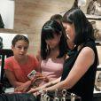 Woody Allen, sa femme Soon-Yi et leurs filles Bechet et Manzie font du shopping à Rome le 4 juillet 2011 : il y a de jolies choses chez Fendi