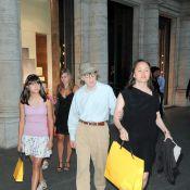 Woody Allen : Sa femme et ses filles dévalisent les boutiques de luxe