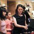 Woody Allen, sa femme Soon-Yi et leurs filles Bechet et Manzie font du shopping à Rome le 4 juillet 2011