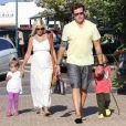 Tori Spelling, son mari Dean McDermott et leurs enfants se sont offerts une sortie en famille pour satisfaire les envies de la future maman le 22 juillet 2011 à Malibu