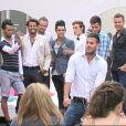 Les garçons charmants en costume lors du défilé pour l'élection de Mister Secret Story 5 dans Secret Story 5