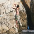 Andy Garcia saute à l'eau, tel le christ - mai 2007 au Cap d'Antibes
