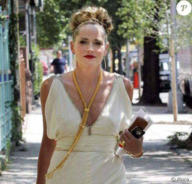 Sharon Stone sur le tournage de Gods Behaving Badly à New York le 8 août 2011