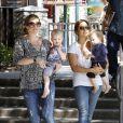 Rebecca Gayheart, enceinte, emmène sa fille Billie dans un parc de Los Angeles, le 9 août 2011