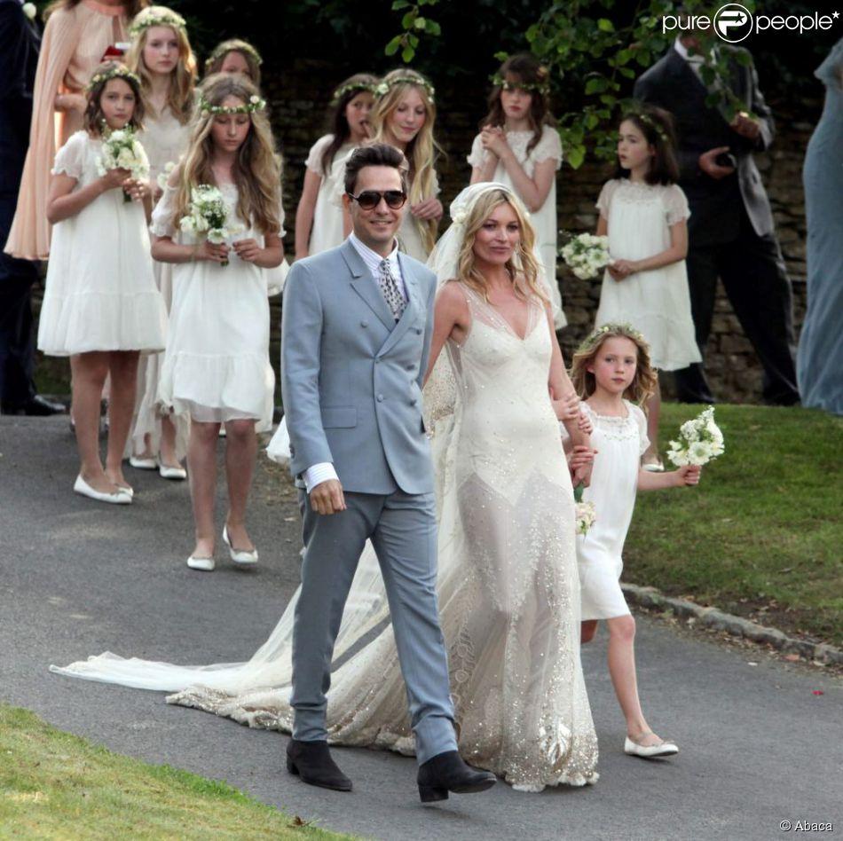 Kate Moss et Jamie Hince lors de leur mariage le 1er juillet
