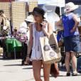 Ashlee Simpson fait du shopping avec ses amies au marché aux puces de Melrose, dimanche 28 août 2011.