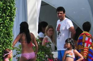 Shakira prend le soleil en famille, tandis que son Piqué joue au poker
