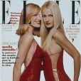 Carla Bruni et Karen Mulder, habillées en Gianni Versace, apparaissent sur la couverture du Elle de janvier 1996.