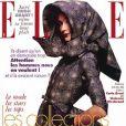 Le top model Carla Bruni, habillée par Vivienne Westwood, réalisait en octobre 1994 la couverture du magazine Elle.