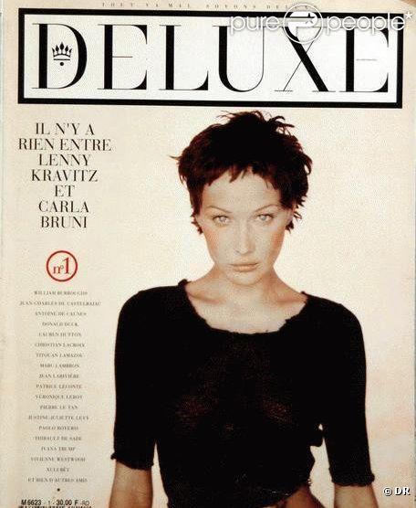 C'est une Carla Bruni aux cheveux courts qui réalise la couverture du magazine Deluxe. Mai 1993.