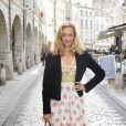 """""""Hélène de Fougerolles dans les rues de la Rochelle, au festival de la fiction de la Rochelle le 7 septembre 2011"""""""