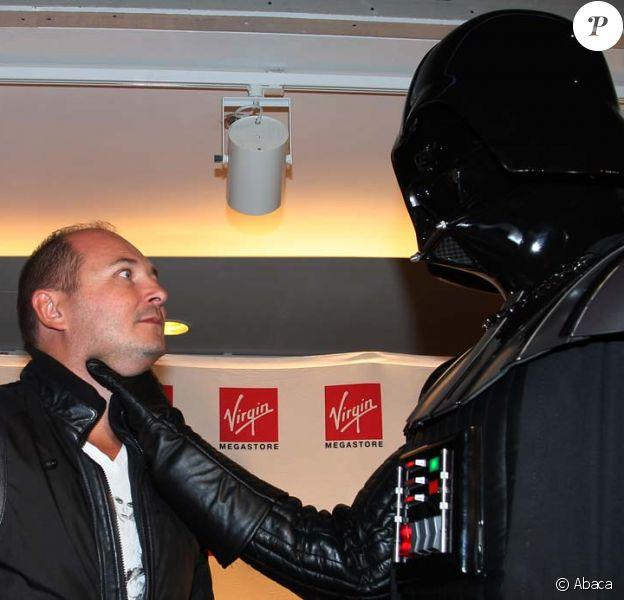 Cauet met le feu au lancement du coffret Blu-Ray Star Wars, à Paris, le 13 septembre 2011.