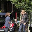 Elle Macpeherson passe la journée avec ses deux fils Arpad et Aurelius au Richmond Polo Club à Londres, le 25 septembre 2011