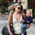 """""""Ali Larter arrive à la clinique de Brentwood avec son fils Theodore, Los Angeles, 26 septembre 2011"""""""