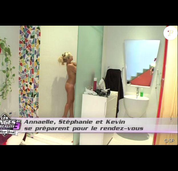 Stéphanie sous la douche dans les anges de la télé réalité 3, mardi 27 septembre sur NRJ 12