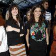 Charlotte Gainsbourg et Chiara Mastroianni lors du défilé Balenciaga à Paris le 28 septembre 2011