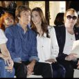 Paul McCartney et sa compagne Nancy Shevell au premier rang du défilé Stella McCartney. Paris le 3 octobre 2011
