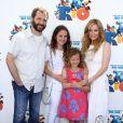Judd Apatow, Leslie Mann et leurs enfants en avril 2011 pour la première de Rio