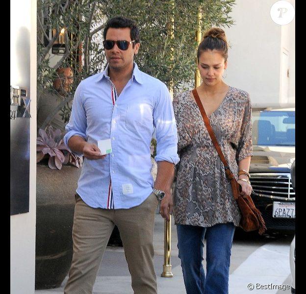 Jessica Alba et Cash Warren s'offrent une séance shopping en amoureux. Los Angeles, 7 octobre 2011